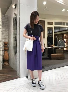柴田着用カットソー×スカート