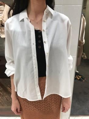 白シャツ アップ